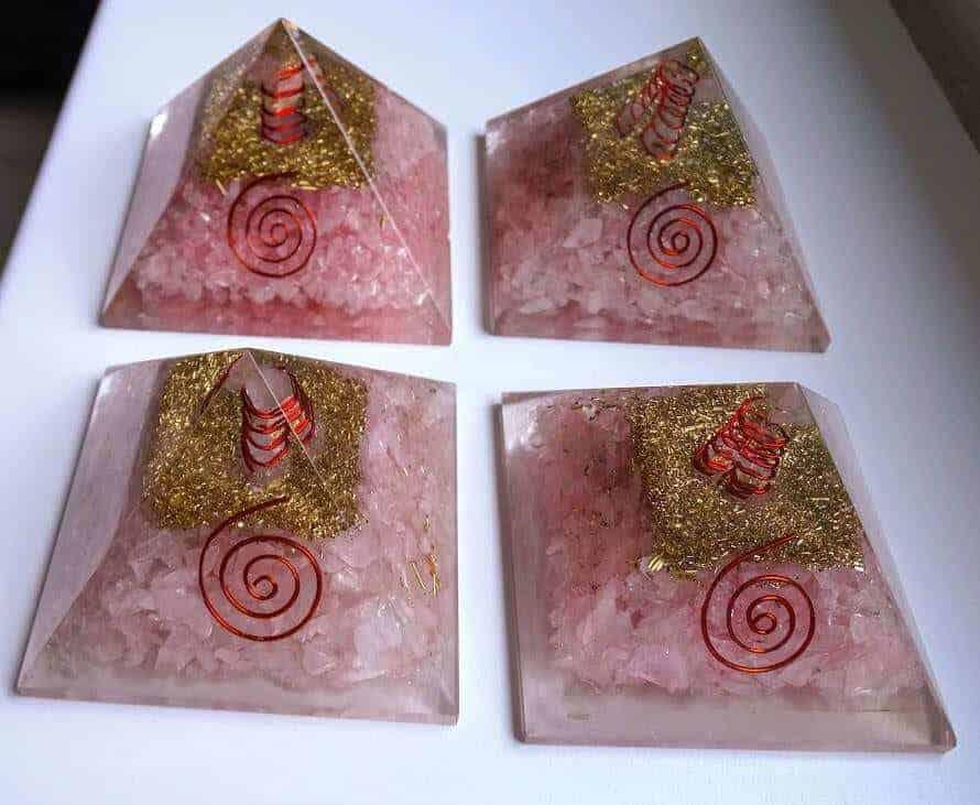 Oregone Pyramide Rosa kvarts med spiral