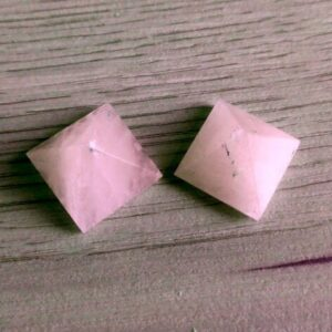 rosakvarts pyramide 2,4 - 2,8 cm