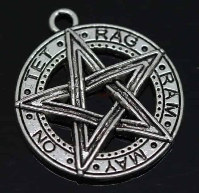 Tibetansk sølv pentagram med gotiske inskriptioner