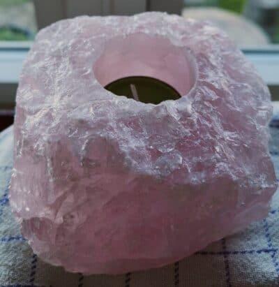 Rosakvarts fyrfadslysestage 1-1,2 kg.