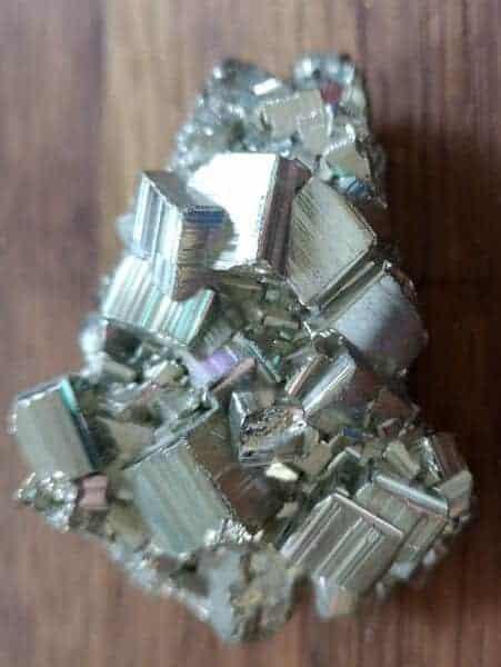 Pyrit i naturligt dannet klynge