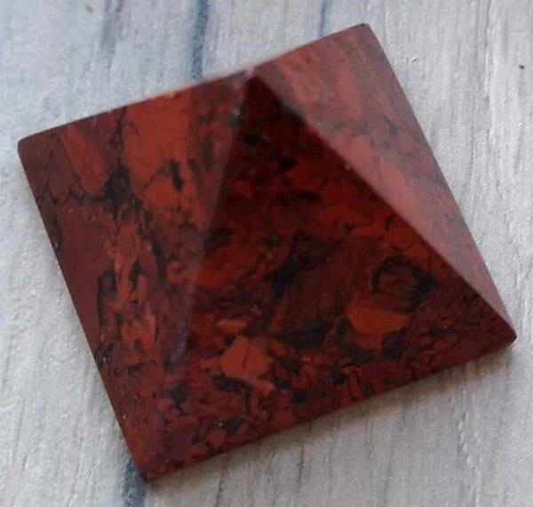 Breccia jaspis pyramide