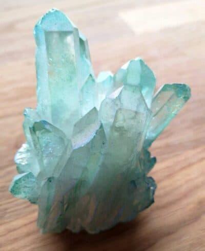 Lyseblå Aqua Aura Titanium Bismuth krystal 323 gr