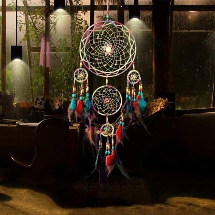 multifarvet drømmefanger med 5 ringe